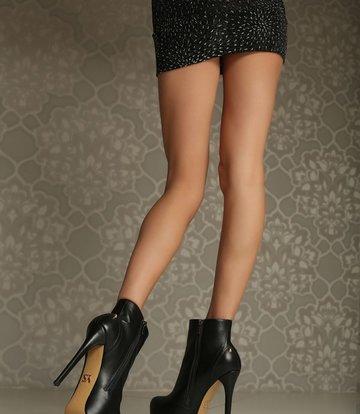 Yarose Shulzhenko Designer enkellaarsjes met rits en studs