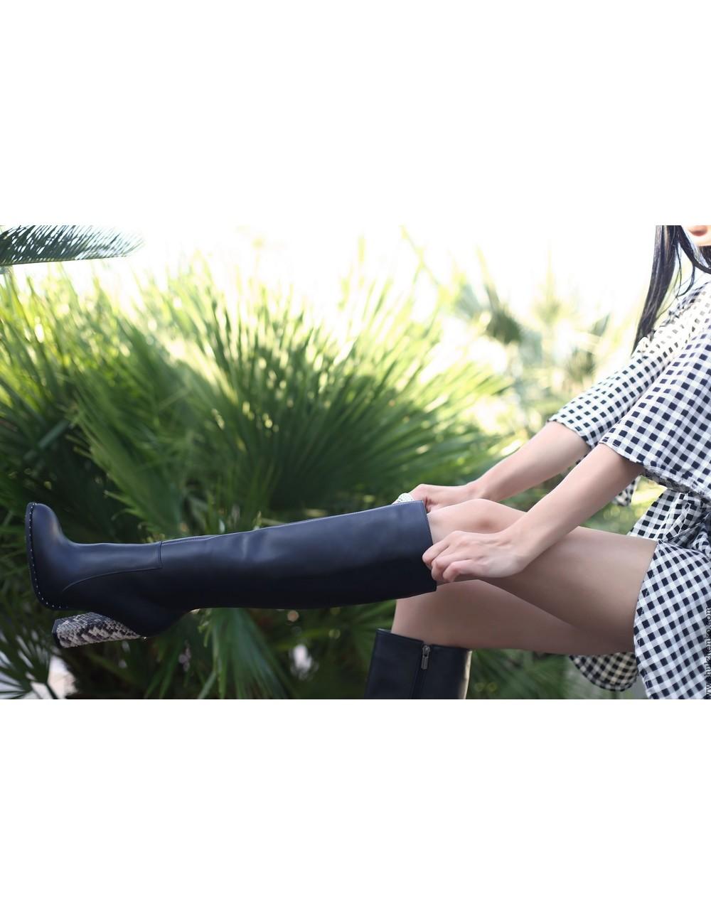 Yarose Shulzhenko Designer Italiaanse knielaarzen met chunky python hakken