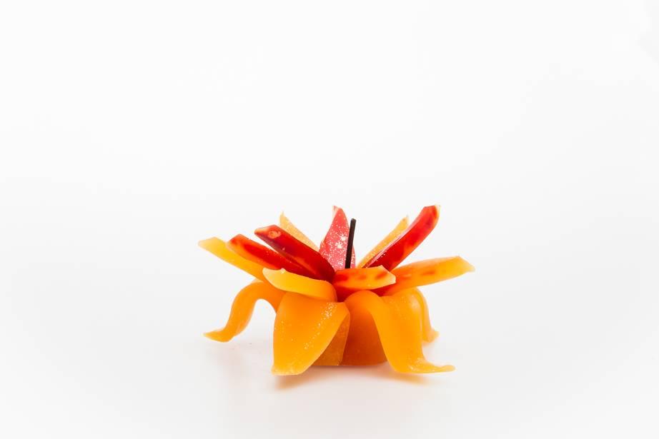 MadCandle Flower candle small orange