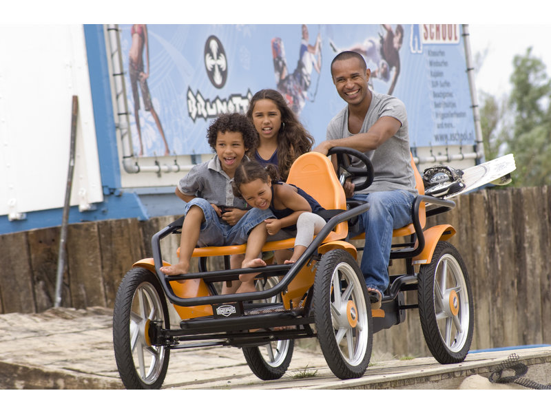 BERG Gran Tour Racer familieskelter