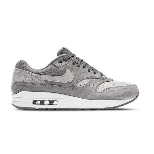 Nike Bruut Sneakers & Kleding