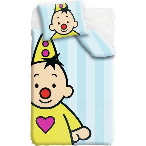 Bumba is moe, tijd om naar bed te gaan! Ga mee naar dromenland met je favoriete clown en droom de mooiste dromen onder dit dekbedovertrek van Bumba. Slaapzacht!