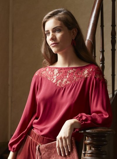 Sonia top - red - stretch lace