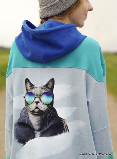 sportieve kat paneeltje - 78 cm hoog - french terry  - oeko tex