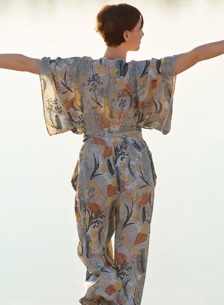 See You at Six Tropic flowers - Viscose - krijtblauw - available august 10th