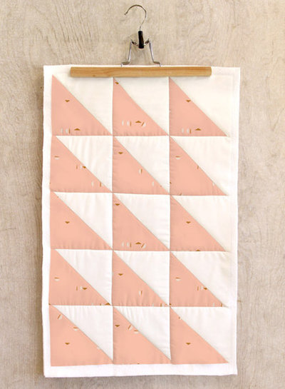 ART GALLERY FABRICS Stenciled Blush- katoen