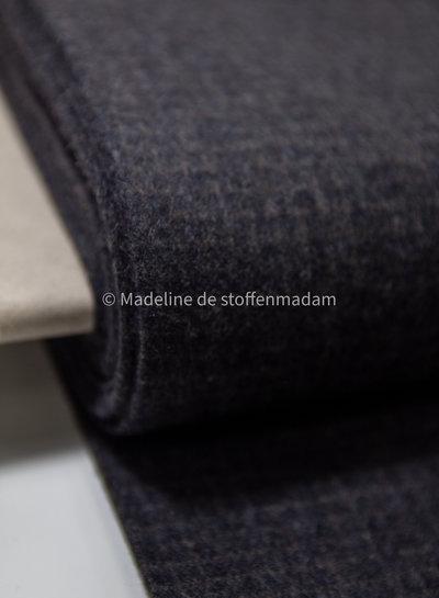 dark grey subtil squares - woolen fabric - does not sting