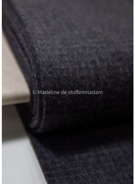 dark grey subtil squares - woolen fabric - does not sting