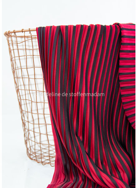 La Maison Victor red black - pleated fabric