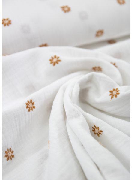 white daisies embroidery - tetra / double gauze