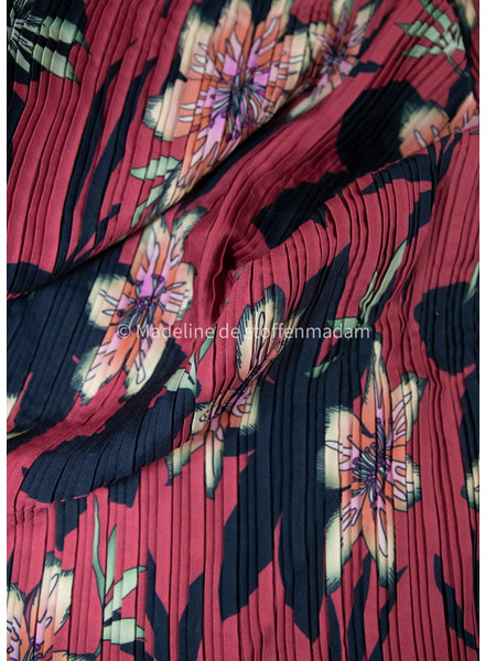 M beautiful plissé fabric with flowers - red