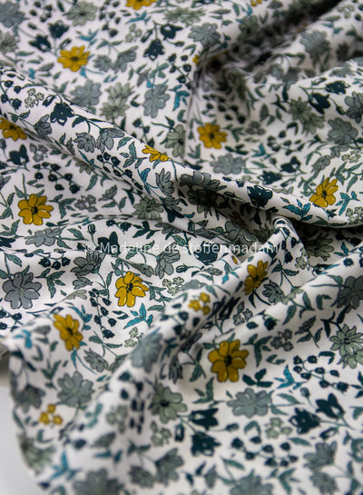 M 027 khaki dusty blue bloemen - liberty look - cotton lawn