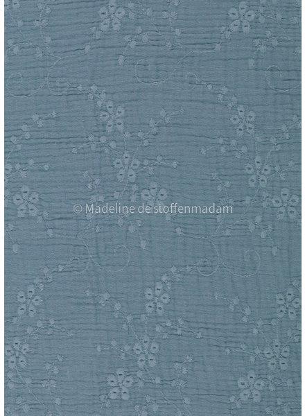 M bloemetjes dusty blue  - zachte broderie katoen