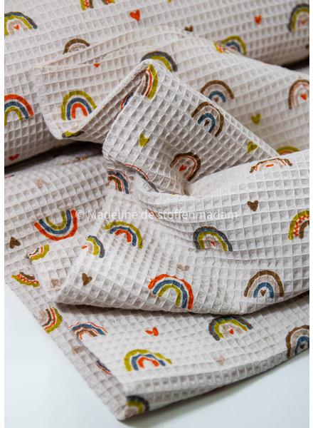 M beige met regenboogjes - zachte wafelkatoen