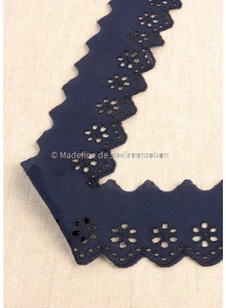 M marineblauw - broderie lint 50 mm - enkele rij bloemetjes