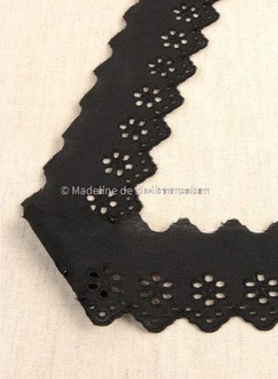 M zwart - broderie lint 50 mm - enkele rij bloemetjes