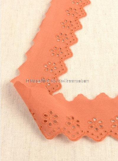 M roest - broderie lint 50 mm - enkele rij bloemetjes