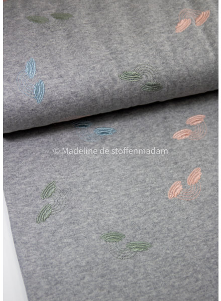 M embroidery rainbows pastel - sweater