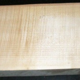 Sycamore, fiddleback, guitar body, 550 x 200 x 50 mm, 5,2 kg, worm