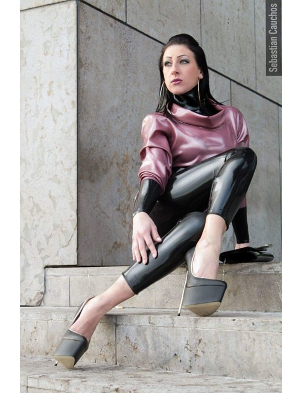 Giaro Meesteres Anita Divina in HERO's met gouden hakken
