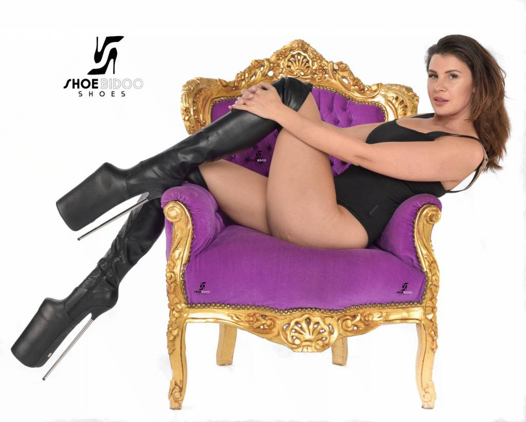 Giaro Olga wears extreme high heels