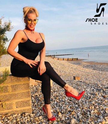 Giaro Rebecca More in unserem roten Fetisch Giaro BABY Heels
