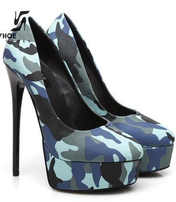 "Giaro Sample - Camou Giaro ""Galana"" lacquer platforms pumps"