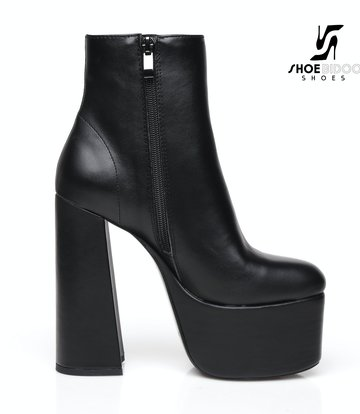 """Ellie Tailor by Giaro Black chunky heel """"Antonia"""" ankle boots by Ellie"""