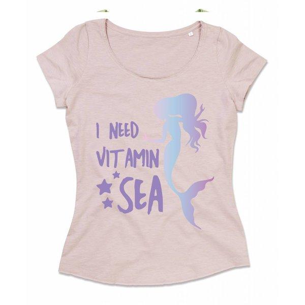 Ladies T-shirt met print: I need Vitamin Sea