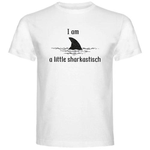 T-shirt i am a little sharkastisch