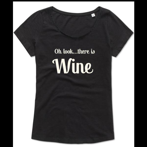 Ladies T-shirt met print:Oh look...there is Wine