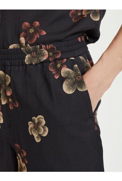 Front Shorts Dark Flowers