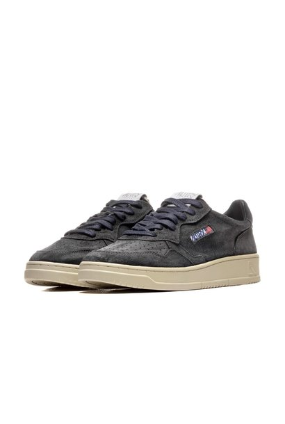 Medalist 01 Low Black Suede