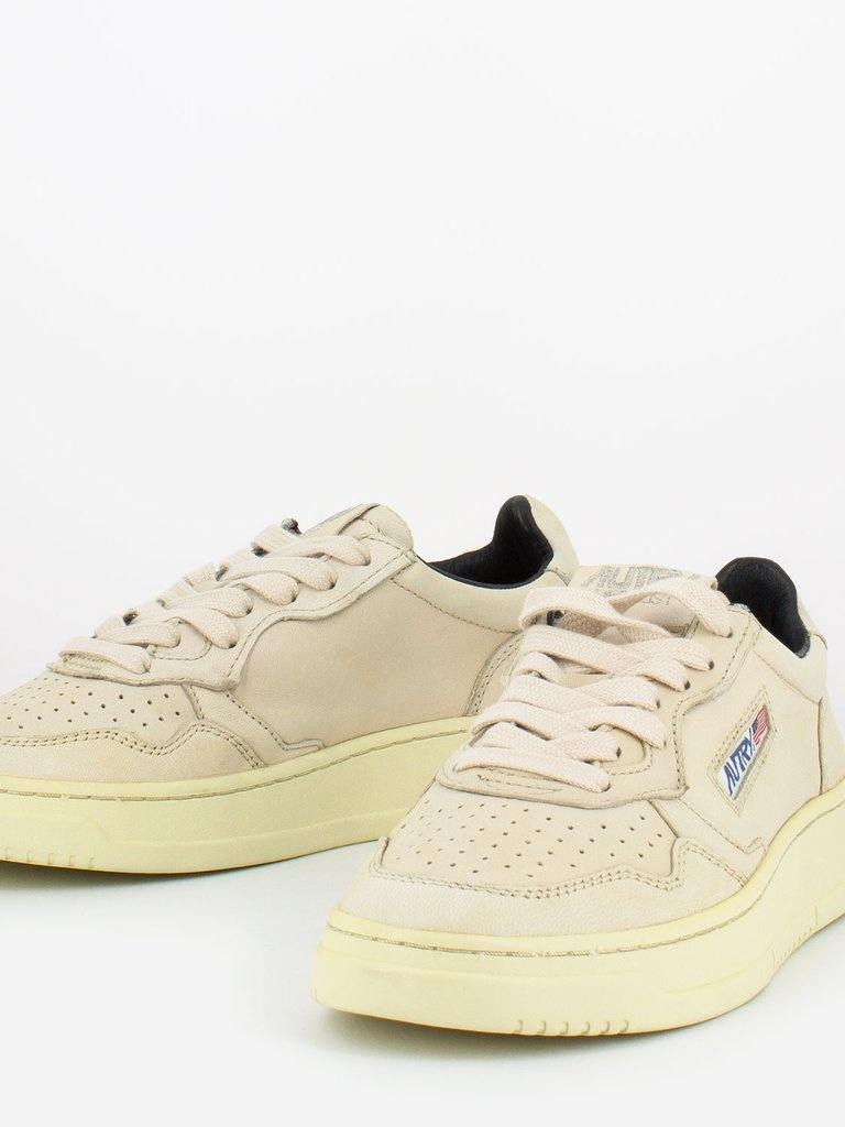 Medalist 01 Low Goat Ivory Leather Women-2