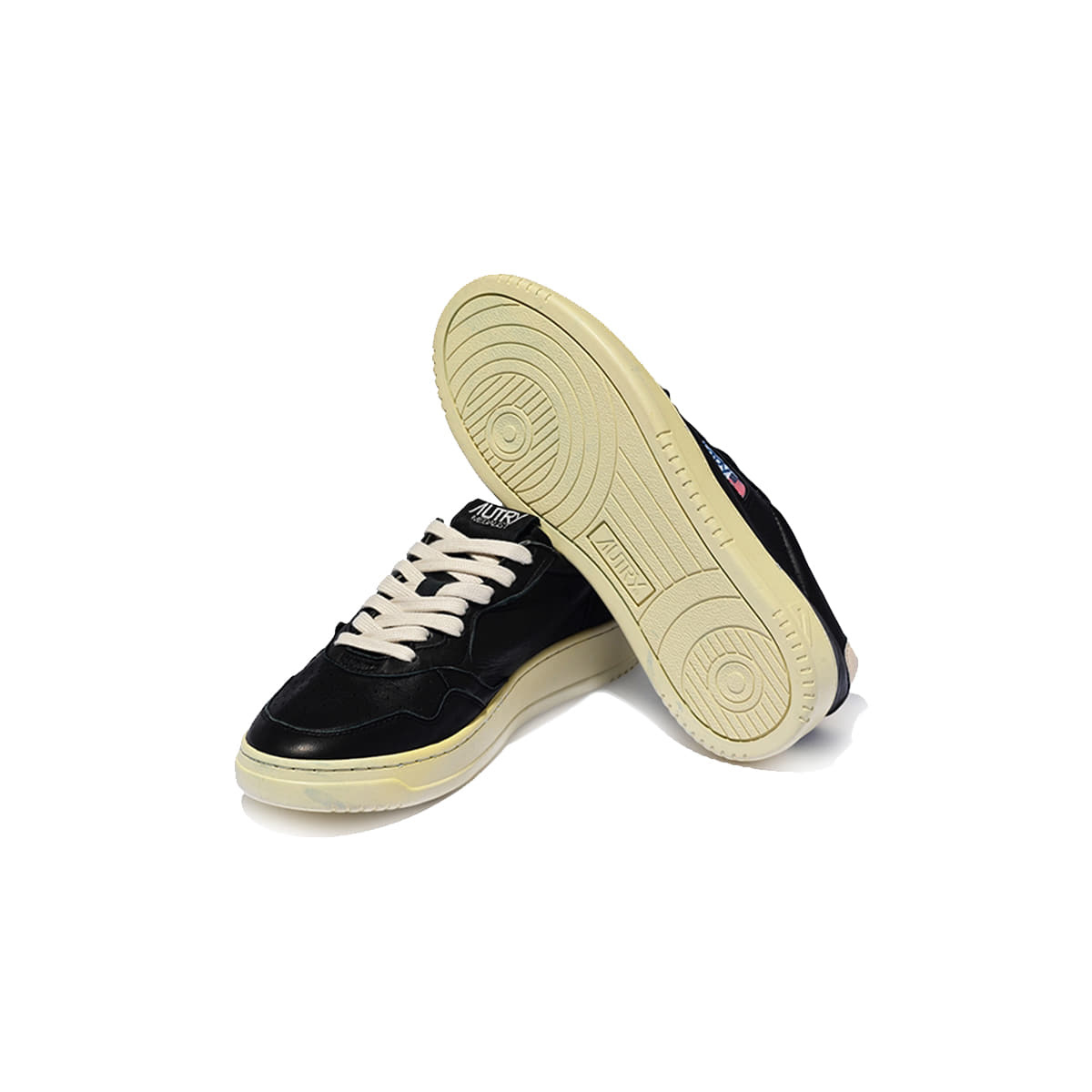 Medalist 01 Low Goat Black Leather Women-2