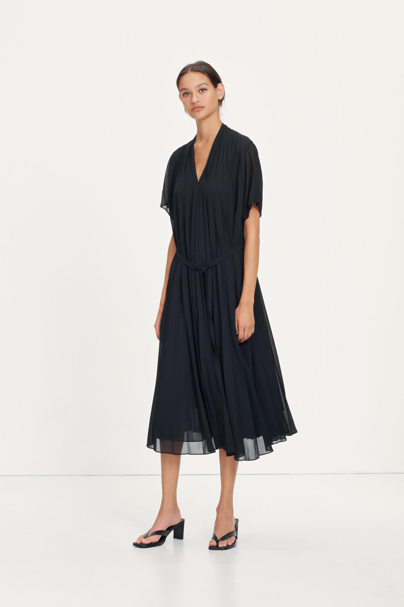 Wala Short Sleeve Pleaded Dress Black-2