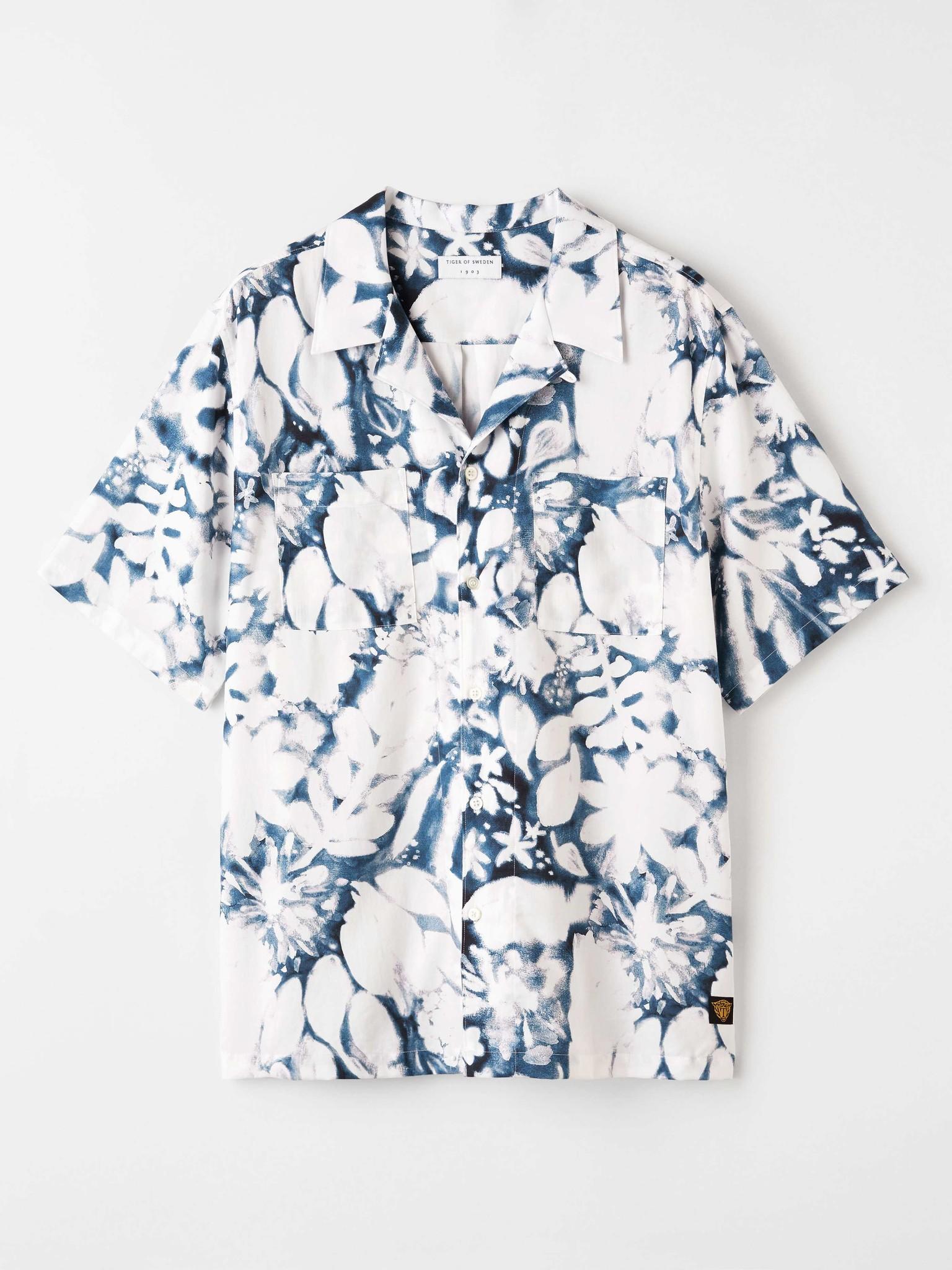 Calumn Printed Shirt White Blue-1