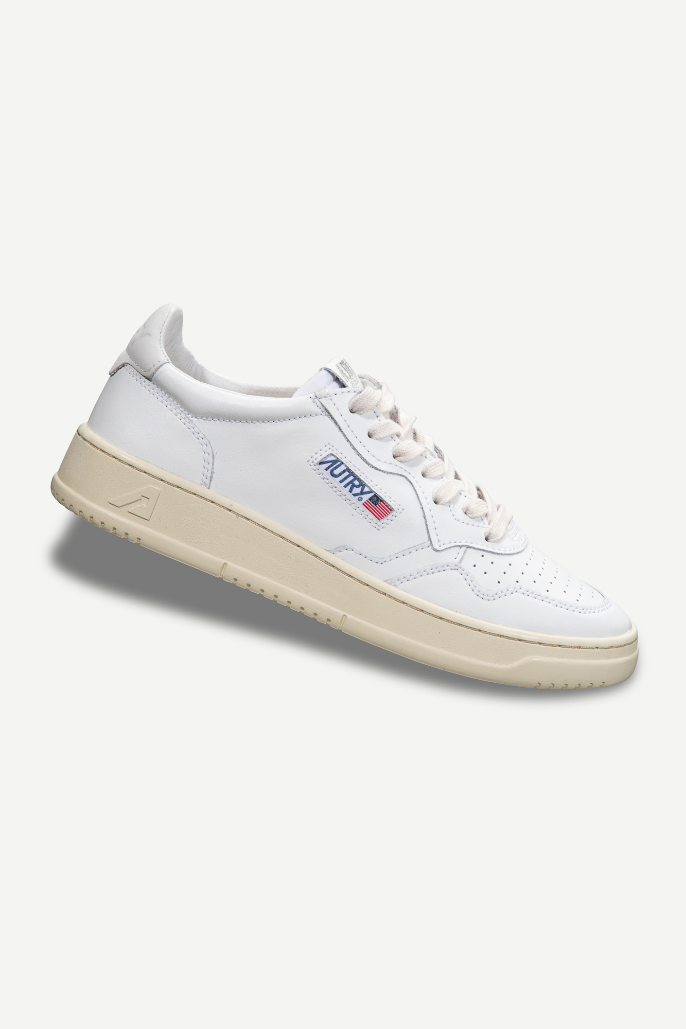 Medalist 01 Low Leather Nubick White-1