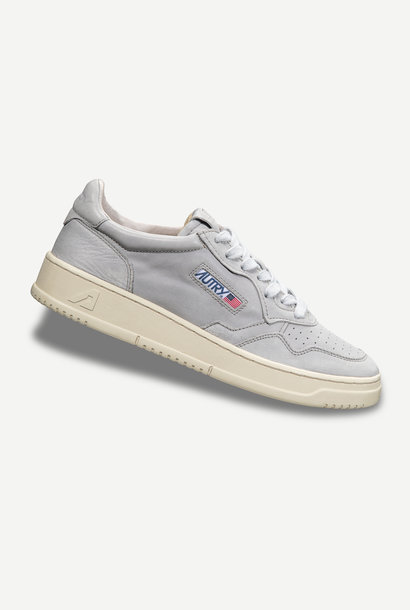 Medalist 01 Low Goat Grey Leather