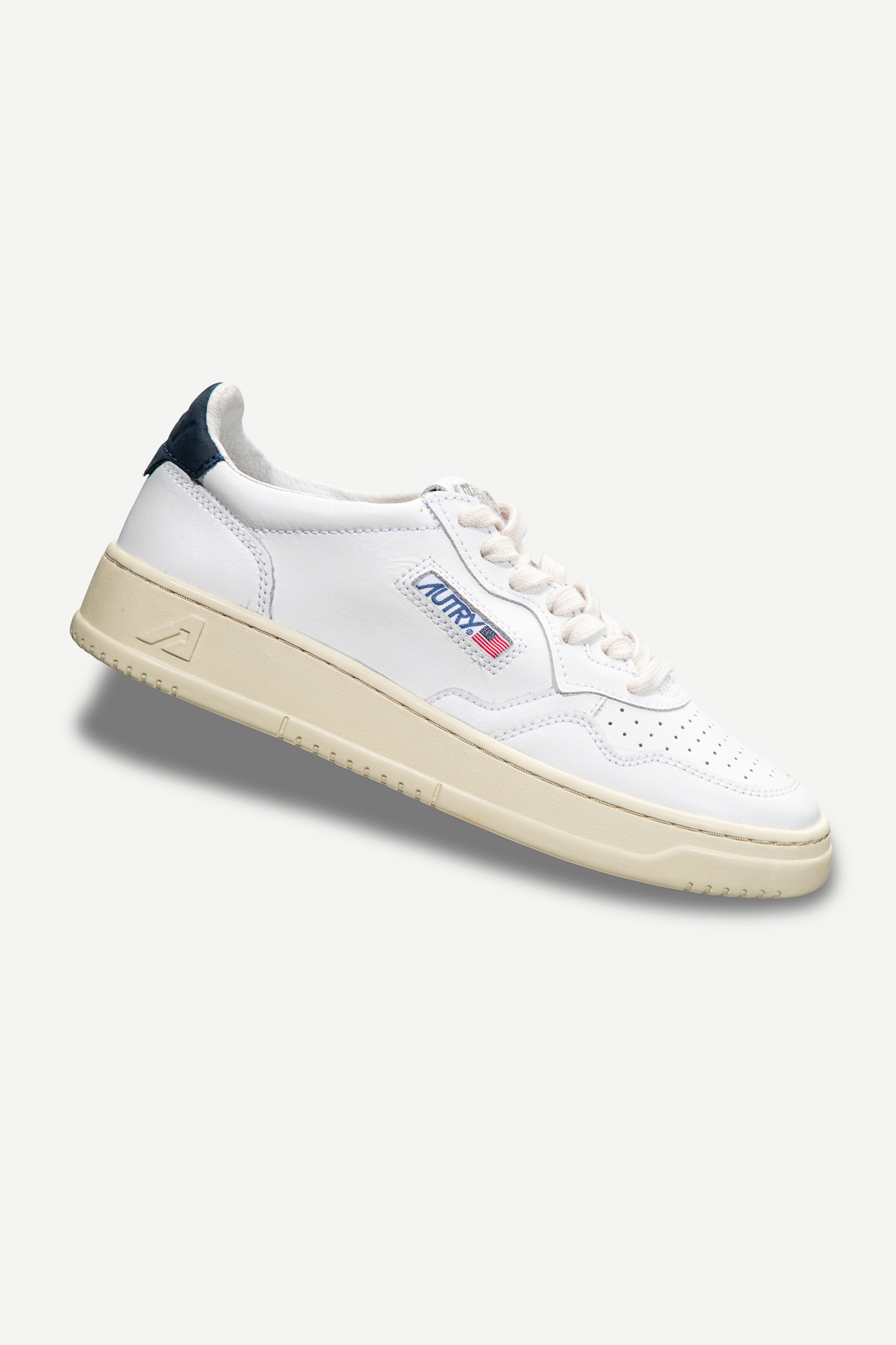Medalist 01 Low White Navy Leather-1