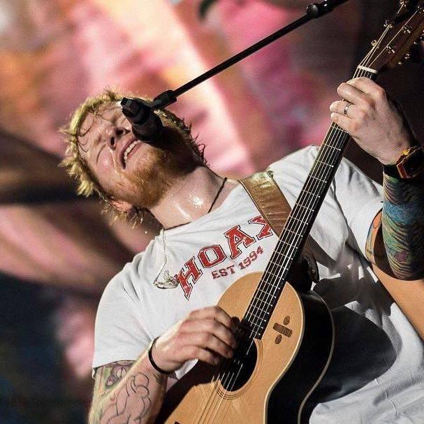 Ed Sheeran's Lowden guitar!