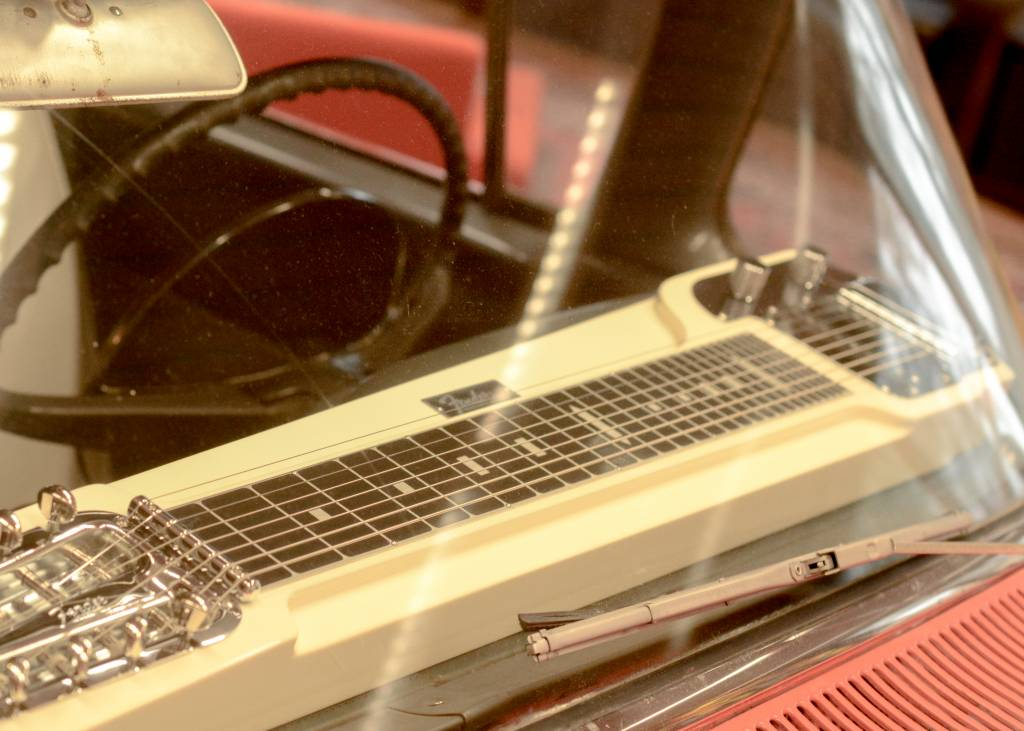 Fender Limited Edition Deluxe 8-string Lap Steel, only at TFOA!