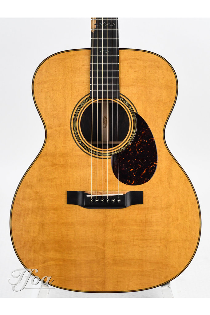 Martin Custom Shop 00028 Bearclaw Spruce Exceptional Rosewood Mint