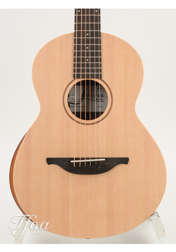 Sheeran by Lowden Sheeran W04 Figured Walnut - Sitka Spruce Bevel