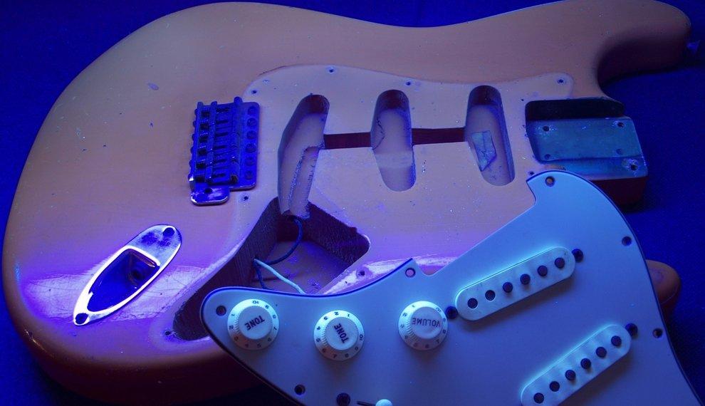 Discovering Vintage Guitar secrets with a Blacklight!
