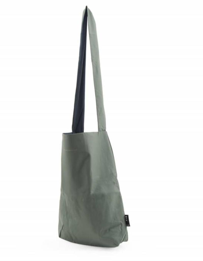 Tinne+Mia Feel Good Bag with quote-pine green
