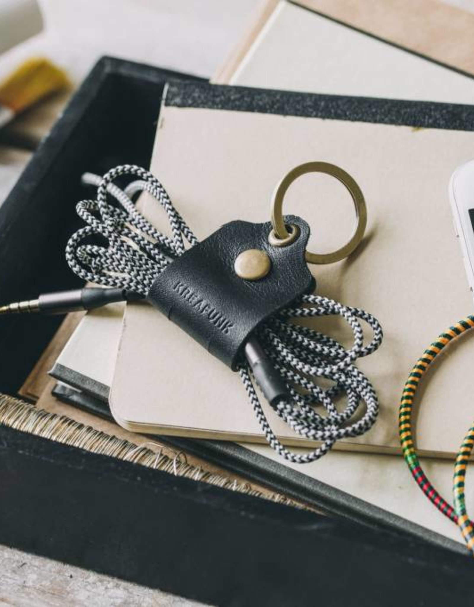 Kreafunk cTag Leather sleutel/kabelhouder-black
