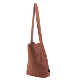 Tinne+Mia Feel Good Bag with quote-amber red