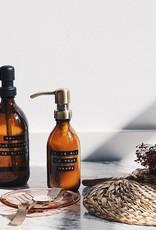 Wellmark Handcrème bruin glas /zwarte pomp 250ml-it's all in your hands