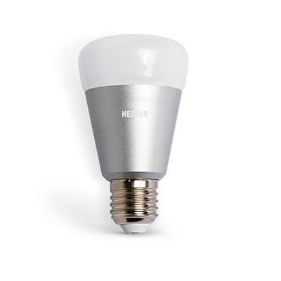 Esta luz RGB é muito econômico e pode ser alterado cores. O aplicativo permite que você controle a lâmpada remotamente e tanto a intensidade ea cor atmosfera pode ser ajustado no quarto.